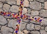 Das Lüneburger ökumenische Scherbenkreuz ist ein Symbol für Heilung, Versöhnung und Frieden.