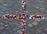 Bild: Scherben-Kreuz von der Versöhnungsandacht der AcKLüneburg am 03.03.2017 St.Stephanus