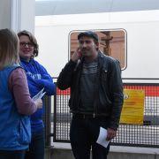 Es gibt immer viel zu tun, wenn Züge anhalten; Ehrenamtliche Helfer werden immer gesucht.